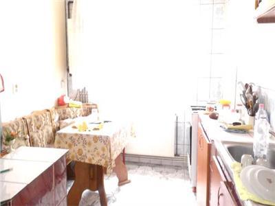 Vanzare apartament 3 camere semidecomandat targoviste micro 11