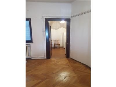 Vanzare apartament 3 camere  sheraton /  piata lahovari