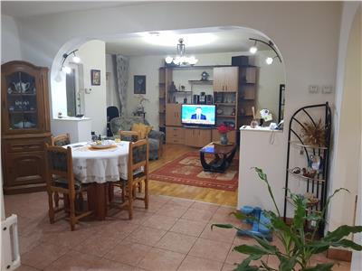 Vanzare apartament 3 camere zona petre ispirescu