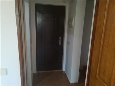 Vanzare apartament 3camere,transformat in 2 camere ,targoviste