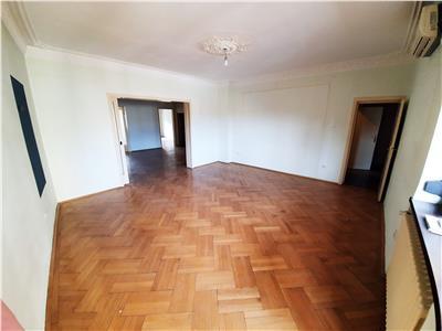 Vanzare apartament 4 camere 130mp , garaj 17mp zona piata romana