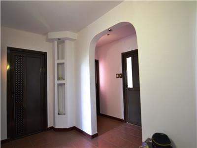 vanzare apartament 4 camere pe Bd 1 Decembrie vis a vis Mc Auchan