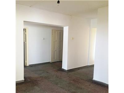 Vanzare apartament 4 camere, decomandat, Nord, zona Castor, Ploiesti