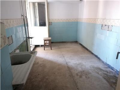 Vanzare apartament 4 camere decomandat targoviste calea bucuresti