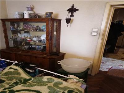 Vanzare apartament 4 camere domenii etaj 1/4/ spital elias