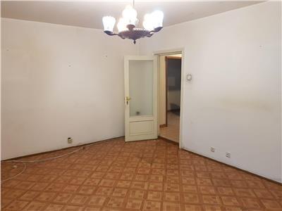 Vanzare apartament 4 camere 13 septembrie-drumul sarii etajul 1