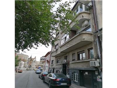 Vanzare apartament 4 camere Mantuleasa  / Romulus