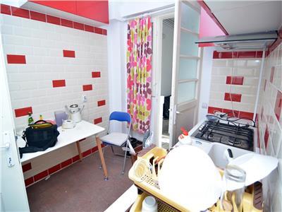Vanzare apartament 4 camere  metrou universitate