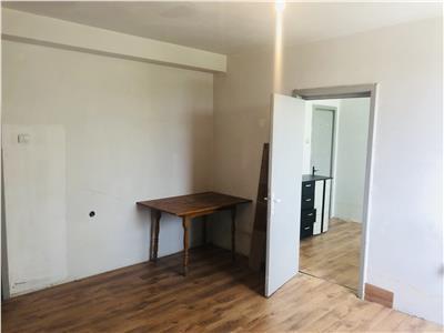 Vanzare apartament 4 camere, semidecomandat, zona centrala, ploiesti.