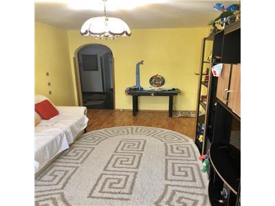 Vanzare apartament 4 camere zona titan-fizicienilor