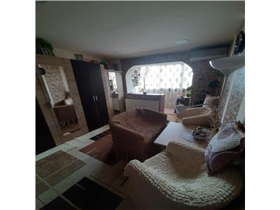 Vanzare apartament cu 2 camere, recent renovat, situat semicentral