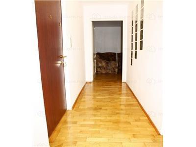 Vanzare apartament cu 2 camere renovat, zona vitan