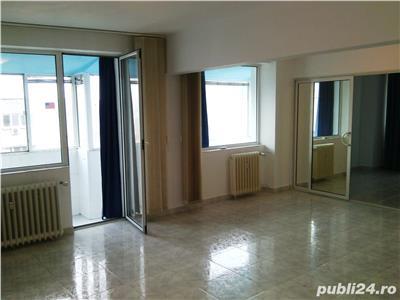 Vanzare apartament cu 3 camere decomandat, zona Tineretului
