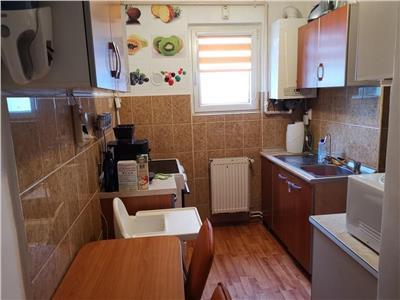 Vanzare apartament cu 3 camere, etaj 1, situat in cartierul dambu