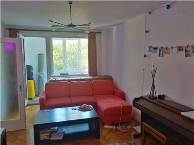 Vanzare apartament cu 3 camere situat in cartierul 7 noiembrie