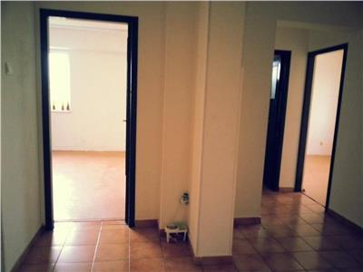 Vanzare apartament cu 4 camere zona piata sudului