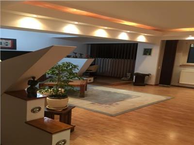 Vanzare apartament de 4 camere ,etaj 9 zona doamna ghica