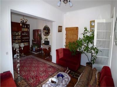 Vanzare casa 4 camere, in Ploiesti, zona Ultracentrala.