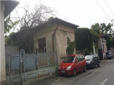 Vanzare Casa 4 camere,zona Matei-Voievod