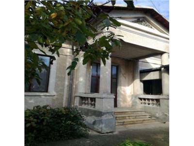Vanzare casa in targoviste centrul vechi zona camerei de comert