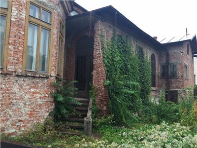 Vanzare casa - monument, in Ploiesti, zona Centrala