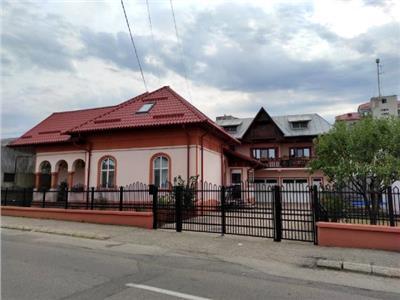 Vanzare doua case si teren, central targoviste