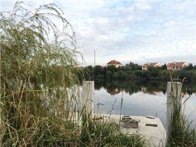 Vanzare teren excelent pozitionat la lac cu ponton BALOTESTI