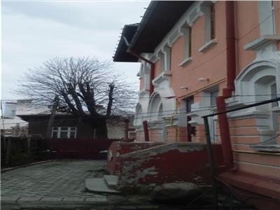 Vanzare vila,teren 380 mp,zona piata victoriei,350000 euro