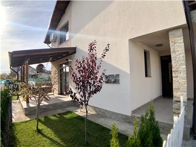 Vila de lux, 3 camere, curte proprie, zona Albert, Ploiesti