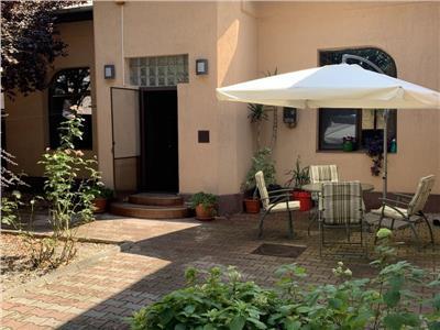 Vila Domenii, curte, 3 locuri de parcare