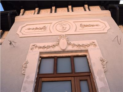 Vila renovata cu  8+camere, resedinta sau sediu firma,adiacent polona.