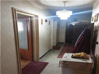 Vindem ap 3 camere, decomandat, Gavana , Carpenului , et 10